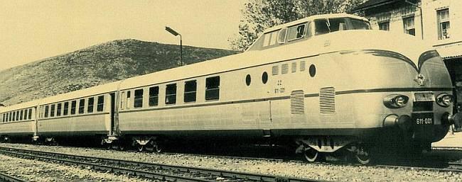 Ovo je 1963. godine bio prvi diesel-električni vlak s aluminijskom oplatom u Europi - serija JŽ 611 - koji je izazvao pažnju svjetske industrije. Maksimalna brzina 120 km/h, duljina 82,12 m, 192 sjedišta. Prometovao je na linijama Zagreb – Zadar i Zagreb –Beograd. (FOTO: croatianhistory.net)